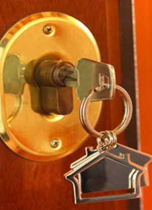 Lock Locksmith Tech Hamilton, OH 513-323-3099